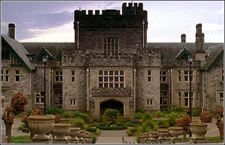 """Parts Of Arrow To Shoot At Smallville's """"Luthor Mansion"""""""