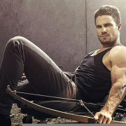 New Arrow Photos In Entertainment Weekly's Fall TV Preview Issue