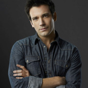 """Video: """"Start Now"""" With Arrow's Colin Donnell"""