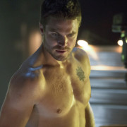 "Arrow ""Legacies"" Ratings: A Good Hand For The CW"