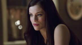 "Photos: Jessica De Gouw Arrives In Arrow Episode 7 ""Muse Of Fire"""