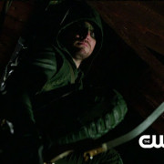 "Arrow ""Damaged"" Extended Promo Trailer Screencaps – With Deathstroke!"