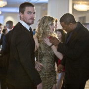 "Arrow #1.15 ""Dodger""/#1.16 ""Dead to Rights"" Review"