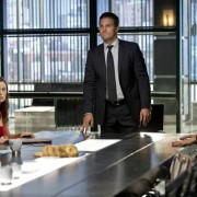 "The First Arrow ""City Of Heroes"" Still Features Summer Glau, Oliver & Felicity"