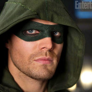 EW Gets The First Actual Look At Oliver Queen's New Mask