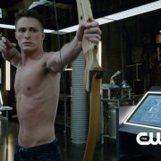 "Arrow ""The Promise"" Preview Clip Screencaps – Roy Loses His Shirt!"
