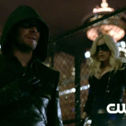 "Arrow: Screencaps From The ""Birds Of Prey"" Preview Trailer!"