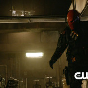 "Arrow: ""The Man Under The Hood"" Preview Clip Screencaps!"