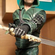 Stephen Amell Will Be Auctioning Off A Signed Arrow Statue For Charity