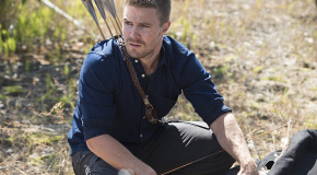 Arrow Spoilers: Stephen Amell Talks Thea, The Crossover, A New Costume & More