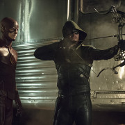Arrow: Stephen Amell Previews This Year's Crossover