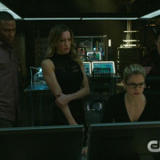 "Arrow: Screencaps From An ""Uprising"" Preview Clip"