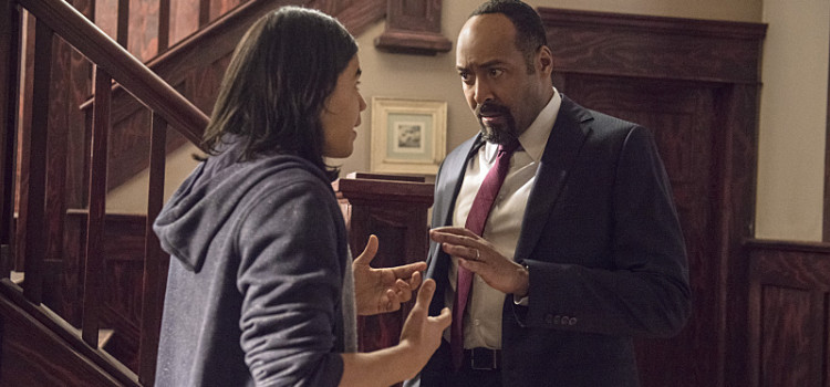 The Flash's Joe West & Cisco To Visit Starling City