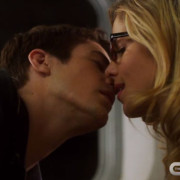 Oliver Will Find Out That Felicity Kissed Barry, Plus: More Vixen Talk
