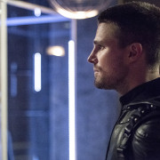 "Arrow: Official Description For The Season 4 Premiere ""Green Arrow"""