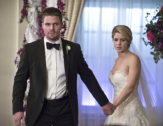 """Guggenheim: A """"Specific Trajectory"""" For Olicity In Arrow Season 6"""