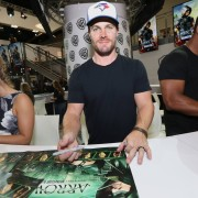 Arrow: Photos From The Comic-Con Autograph Signing