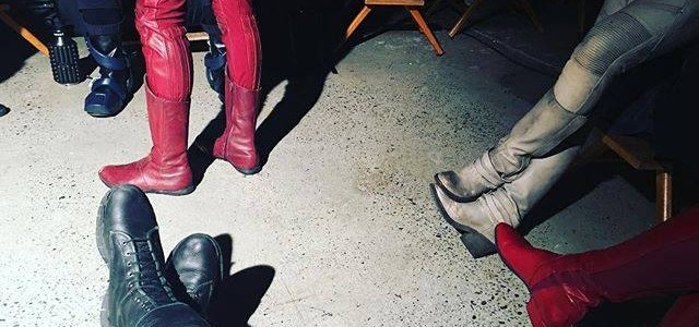 Stephen Amell Shows Us A Crossover Is Afoot
