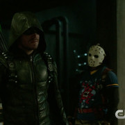 "Arrow: Screencaps From A ""Legacy"" Season Premiere Preview Clip"