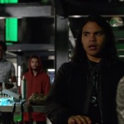 "Arrow Episode 100 Preview Clip & ""Inside: Invasion!"""
