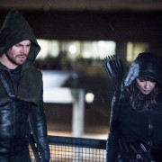 Arrow: Stephen Amell On Why Oliver Doesn't Make a Talia-Nyssa Connection