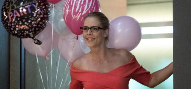 Photos: Felicity Smoak Visits The Flash!