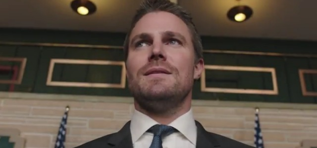 Stephen Amell Discusses Arrow's Bruce Wayne Reference