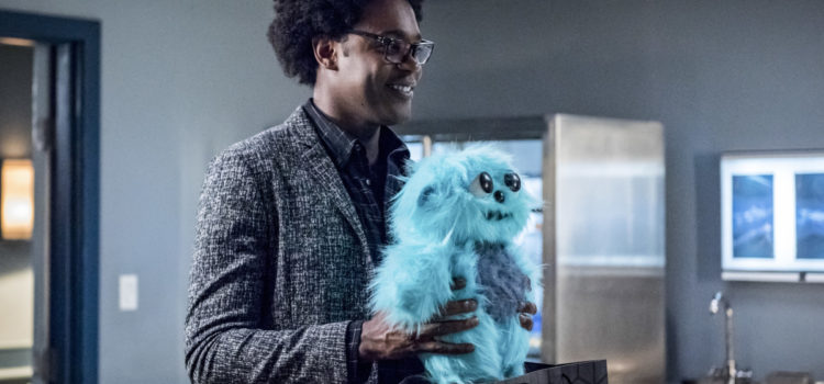 "Arrow ""Level Two"" Official Preview Images – with Beebo!"