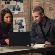 "Arrow ""Brothers & Sisters"" Preview Clip"