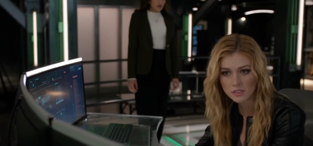 "Arrow Series Finale Clip: ""Fadeout"""